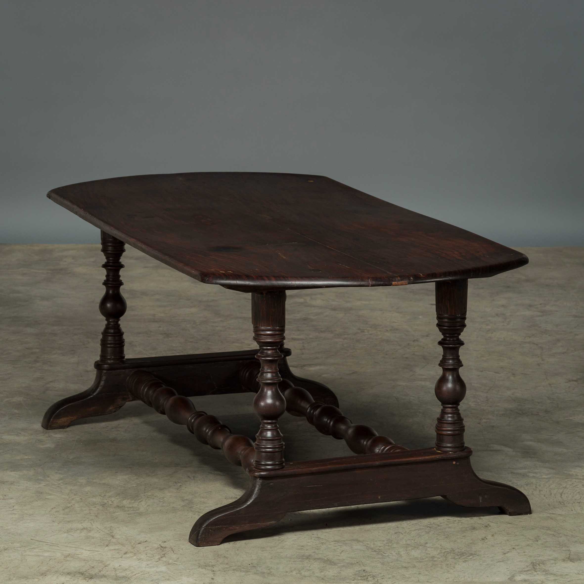 Long table in Narra hardwood, Baroque style