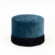 Pouf with fringe edge
