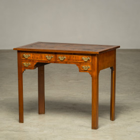 Elegant little George II 'Lady Desk'