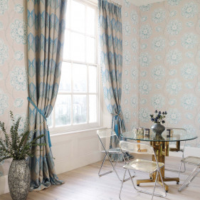 Inspiration 8 - Curtains with tiebacks